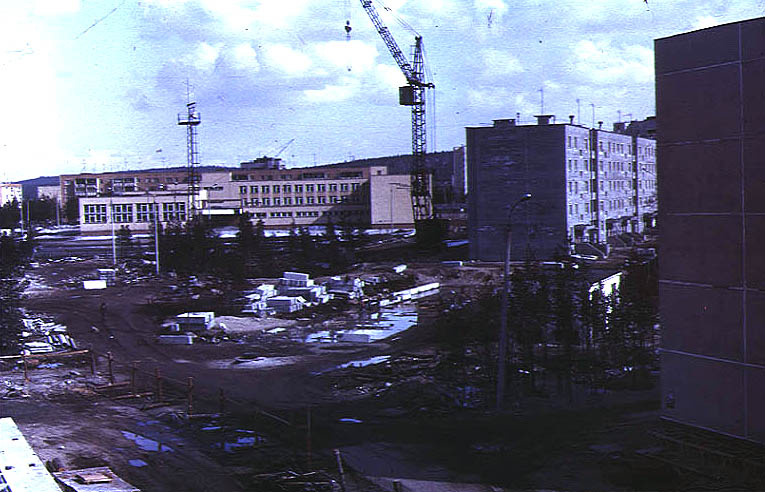 Пушкина 4а (торец справа), Пушкина 4, школа №24 (потом №13, сейчас №4)