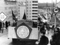 Демонстрация (высотное здание -- макет на грузовике)